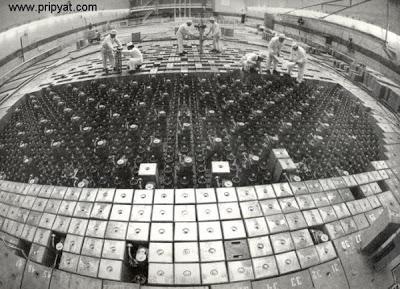 Réacteur RBMK. Mise en place des éléments combustibles
