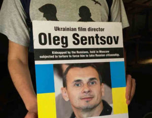 Oleg Sentsov. 80 jours de grève de la faim ! Soutenu par les Pussy Riot.