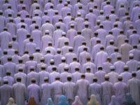 Prayers in Mosque, Bombay, India Pas d'exclusivit? possible (Samuel Paty et les caricatures. La liberté d'expression, une question secondaire)